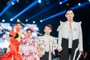 'Chạng vạng', BST Việt tỏa sáng trên sàn diễn Quốc tế