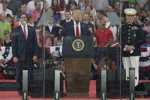 Tổng thống Trump phát biểu 'Chào nước Mỹ' sau kính chống đạn