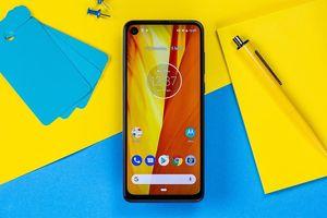 Motorola P50 ra mắt: Màn hình đục lỗ, camera kép 48MP, giá 363 USD