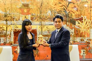 Chủ tịch UBND TP Hà Nội tiếp nữ chính khách Pháp gốc Việt