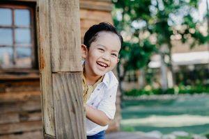 Con trai Khánh Thi và Phan Hiển đích thị con nhà nòi, pose dáng chuẩn như 'soái ca'