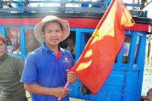 Cờ Tổ quốc cùng ngư dân Lý Sơn ra Hoàng Sa, Trường Sa