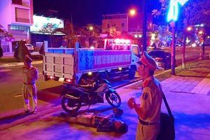 'Ma men' lăn ra ngủ giữa đường sau khi gây tai nạn ở Đà Nẵng