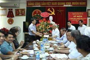 Tặng quà cho thương bệnh binh tại Trung ương Hội Trường Sơn Việt Nam
