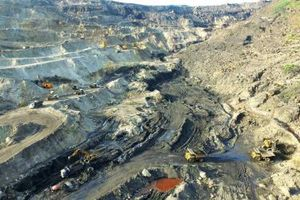Quảng Ninh đã có lộ trình dừng khai thác than lộ thiên tại Hạ Long và di dời 2 nhà máy xi măng tại Hoành Bồ