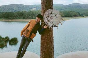 Tạo dáng với tư thế lạ, bộ ảnh 'Vật vờ Đà Lạt' bất ngờ nhận được 'cơn bão mạng'