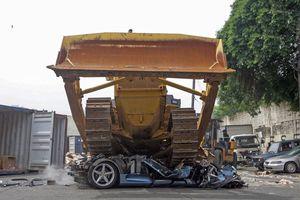 Philippines cho máy xúc nghiền nát Ferrari 360 Spider