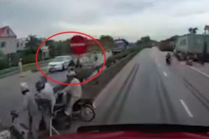 CSGT bác thông tin xe tải lật đè chết 5 người do né xe đặc chủng