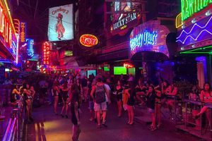 Thái Lan và những lệnh giới nghiêm khiến ngành du lịch điêu đứng