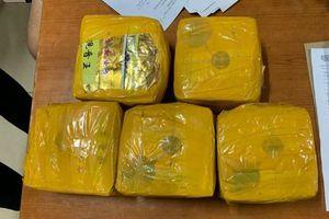 Triệt phá đường dây vận chuyển 5kg ma túy đá về Hà Nội tiêu thụ