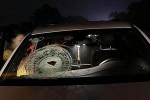 Truy tìm đối tượng ném vỡ kính xe Mercedes trên cao tốc Hà Nội - Thái Nguyên