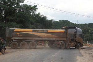 Xe 50 tấn cày nát đường 10 tấn: CSGT Đắk Nông nói 'thông cảm vì... lực lượng mỏng'
