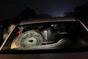 Xe Mercedes bị ném đá vỡ kính trên cao tốc Hà Nội - Thái Nguyên