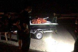 Đà Nẵng: 6 học sinh tắm biển, 2 em bị sóng cuốn mất tích