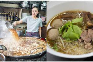 Quán ăn ở Thái có nồi nước lèo hầm đi hầm lại suốt 45 năm