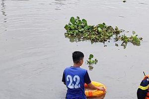 Tung lực lượng tìm thanh niên nghi 'ngáo đá' nhảy xuống sông mất tích
