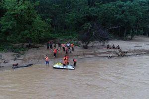 12 người bị lũ cuốn trôi ở bản Sa Ná vẫn mất tích, toàn bản cô lập