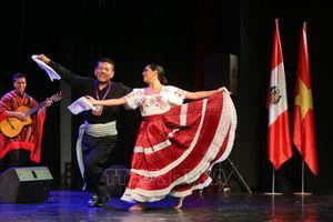 Biểu diễn âm nhạc nhân dịp kỷ niệm 198 năm Quốc khánh Cộng hòa Peru