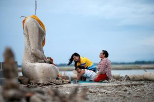 Thái Lan phát hiện ngôi chùa bỏ hoang nhờ hạn hán