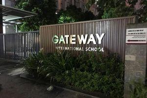 Bị phản ứng, trường Gateway sửa thông báo vụ chết người nhiều lần