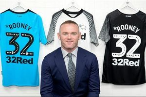 Wayne Rooney chính thức trở lại Anh