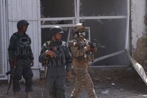 Nổ bom rung chuyển thủ đô Afghanistan, hơn 120 người thương vong