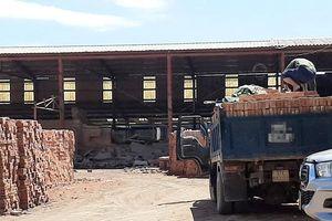 Sập tường nhà máy gạch, 4 phạm nhân nhập viện
