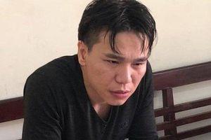 Ca sĩ Châu Việt Cường được giảm án, khóc nức nở khi luật sư nhắc đến mẹ