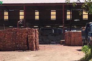 4 phạm nhân bị tường đổ sập lên người tại một công ty gạch