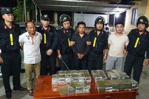Cảnh sát đập kính ôtô bắt nhóm buôn 120 bánh heroin trên cao tốc