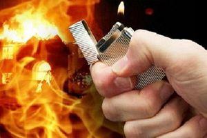 Lý do chồng tẩm xăng đốt vợ, ôm con trốn ở Nghệ An