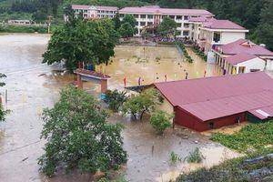 Trường học ngập sâu 1,5 mét nước, thiệt hại tiền tỷ