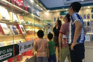 Phụ huynh Hà Nội đổ xô đi mua đồng hồ định vị cho con sau vụ bé 6 tuổi bị 'bỏ quên' trên xe