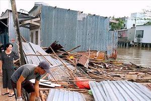 Lốc xoáy giật sập nhà, một người tử vong