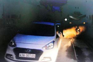 Nữ tài xế ở Đà Nẵng đỗ ôtô trên đường ray rồi vào nhà ngủ