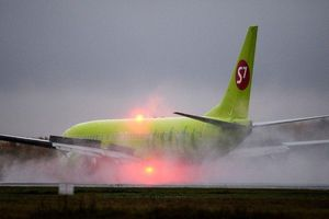 Thót tim máy bay chở 150 hành khách Nga thoát hiểm trong gang tấc