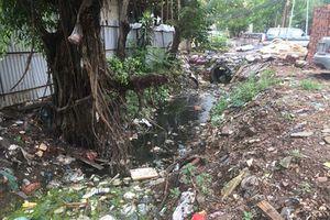 Mương chưa cống hóa thành nơi chứa rác