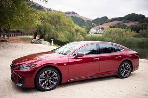 Lexus triệu hồi sedan LS500 để thay lốp có nguy cơ nứt vỡ