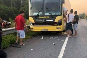 Băng qua cao tốc Nội Bài - Lào Cai, người phụ nữ bị xe khách đâm tử vong