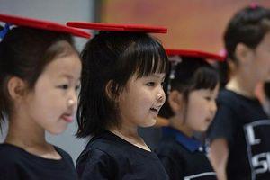 Ngành công nghiệp người mẫu nhí nở rộ ở Trung Quốc: Nuôi dưỡng ước mơ hay đánh cắp tuổi thơ?