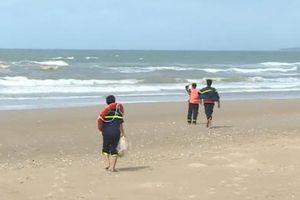Khẩn trương tìm kiếm 2 du khách mất tích khi tắm biển ở thị xã La Gi