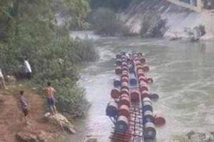 Cao Bằng: Lật bè vượt lũ qua sông khiến 3 người mất tích
