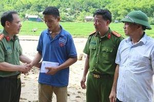 Chia sẻ nỗi đau với các gia đình gặp nạn do lũ quét ở Thanh Hóa