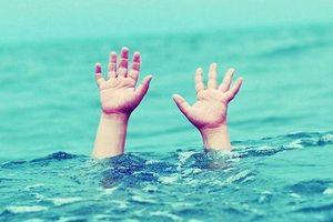 Bé 4 tuổi tử vong tại bể bơi di động trong trường học