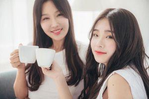 Những cặp mẹ con châu Á có nhan sắc 'hack tuổi' như hai chị em