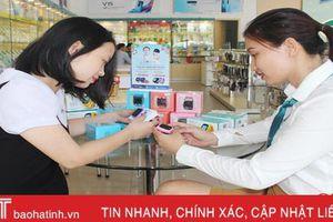 Phụ huynh Hà Tĩnh 'lùng' mua đồng hồ định vị cho con trước năm học mới