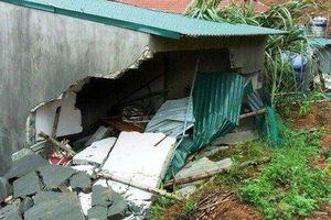 Tường nhà bất ngờ đổ sập, 2 anh em ruột thương vong