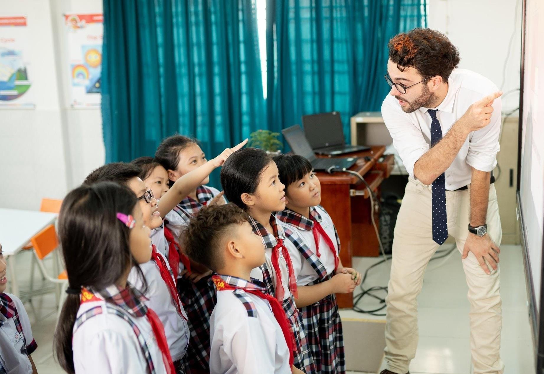 Áp dụng công nghệ trong cá nhân hóa giảng dạy tiếng Anh bậc tiểu học