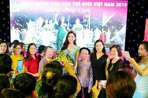 Hoa hậu Lương Thùy Linh trở về trong vòng tay của hàng nghìn người dân Cao Bằng