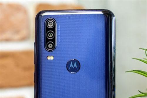 Smartphone chống nước, 3 camera sau, chip Exynos 9609, giá gần hấp dẫn